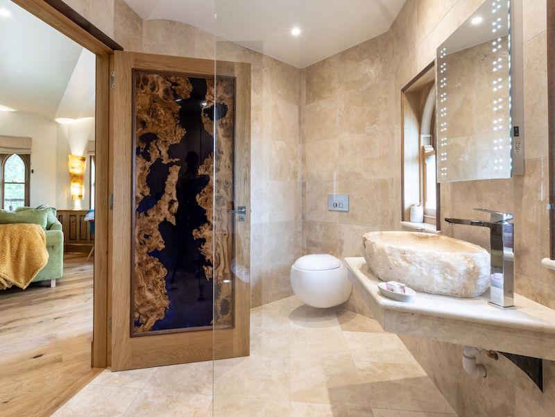 tenbury wells luxury hot tub cottage for couples eathelin treehouse bathroom