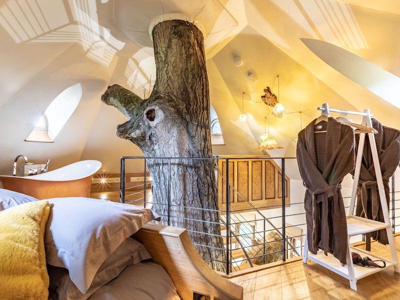 tenbury wells luxury hot tub cottage for couples eathelin treehouse bedroom