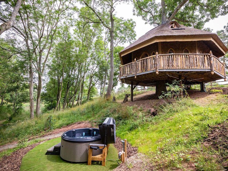 tenbury wells luxury hot tub cottage for couples eathelin treehouse hot tub
