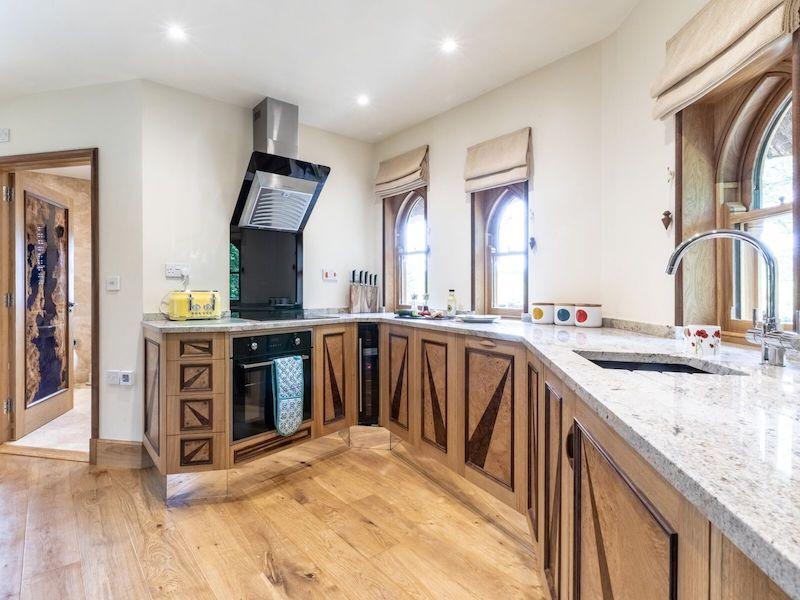 tenbury wells luxury hot tub cottage for couples eathelin treehouse kitchen